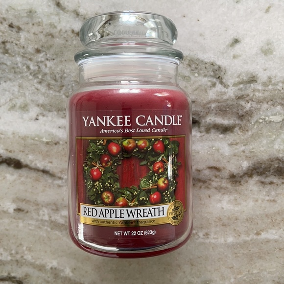 NEW Yankee Candle Red Apple Wreath 22oz
